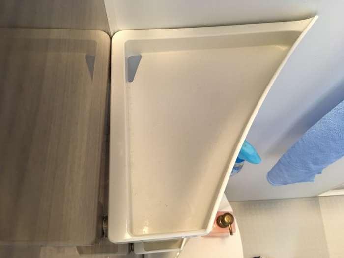 浴室コーナー棚を上から見た補修後の写真